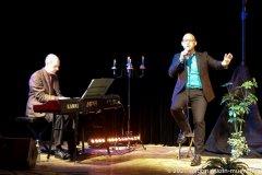 Steffen Zander und Christian Deussen (re.), Back on Stage - zurück auf die Bühne ! Christian Deussen und Linda Jo Rizzo auf der Kulturbühne Hinterhalt in Geretsried 2021