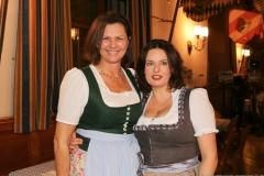 Ilse Aigner und Double Angela Ascher (re.), Aufzeichnung der BR Brettlspitzen IX im Hofbräuhaus in München 2018