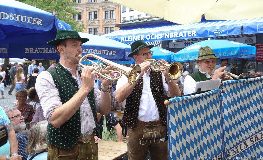 Mir sans,  Brunnenfest  am Viktualienmarkt in München 2019
