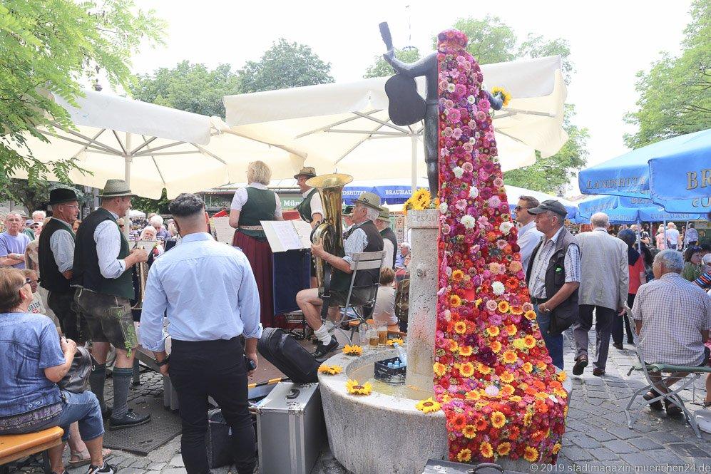 Roider Jackl Brunnen,  Brunnenfest  am Viktualienmarkt in München 2019