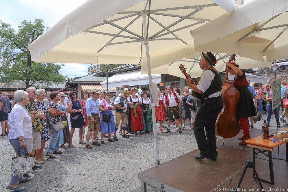 Isarschiffer,  Brunnenfest  am Viktualienmarkt in München 2019