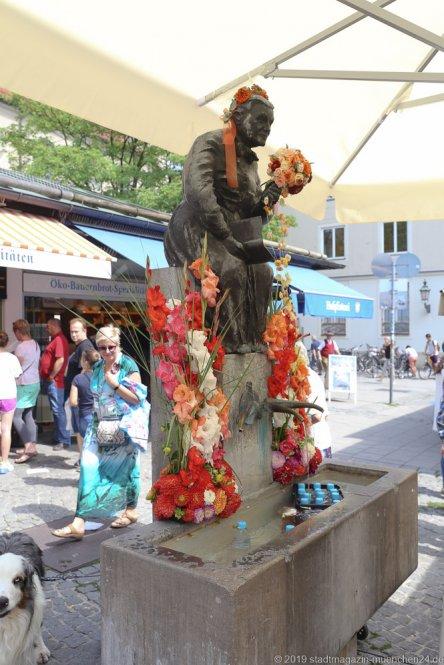 Elise Aulinger Brunnen,  Brunnenfest  am Viktualienmarkt in München 2019
