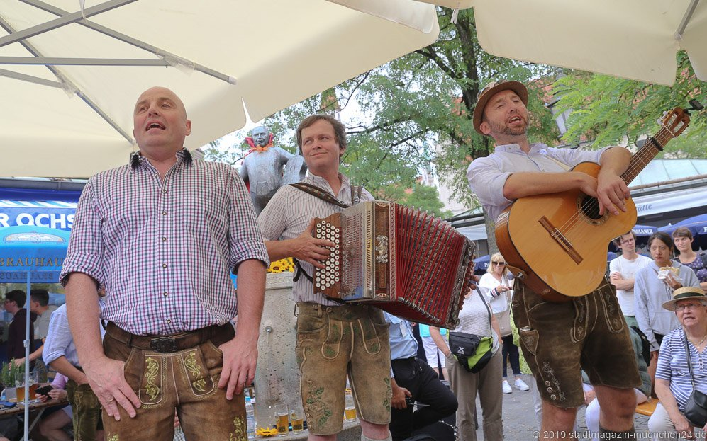 Lochtrio,  Brunnenfest  am Viktualienmarkt in München 2019