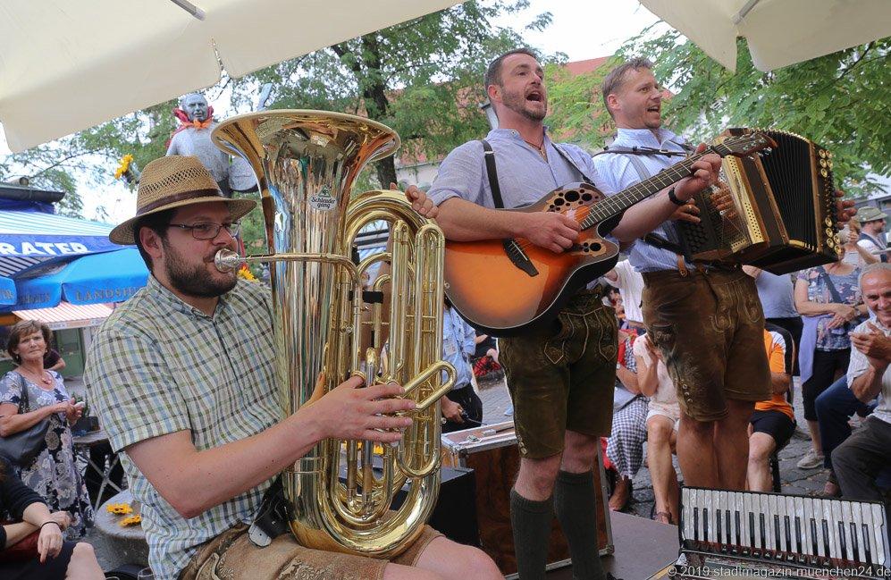 Trio Schleudergang,  Brunnenfest  am Viktualienmarkt in München 2019
