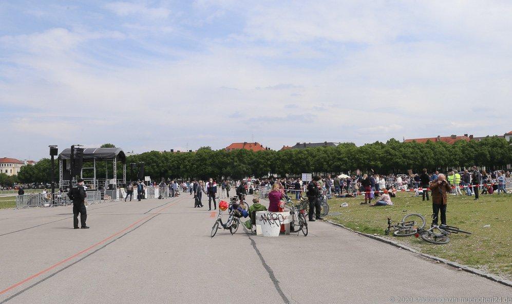 Demo gegen Coronamaßnahmen auf der Theresienwiese in München 2020