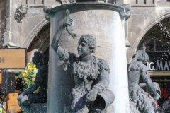Geldbeutelwaschen am Fischbrunnen in München 2020