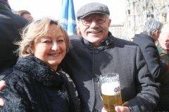 Rita Tyrock und Otto Seidl, Geldbeutelwaschen am Fischbrunnen in München 2020