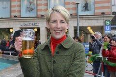 Katrin Habenschaden, Geldbeutelwaschen am Fischbrunnen in München 2020