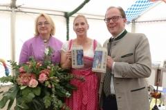 Yvonne Heckl, Julia Maier, Manuel Pretzl (von li. nach re.), Presserundgang Frühlingsfest auf der Theresienwiese in München 2019