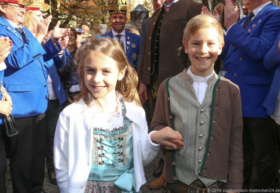 Kinderprinzenpaar Juli I. und Marcus I., Proklamation Narrhalle Prinzenpaar 2019 am Viktualienmarkt in München 2018