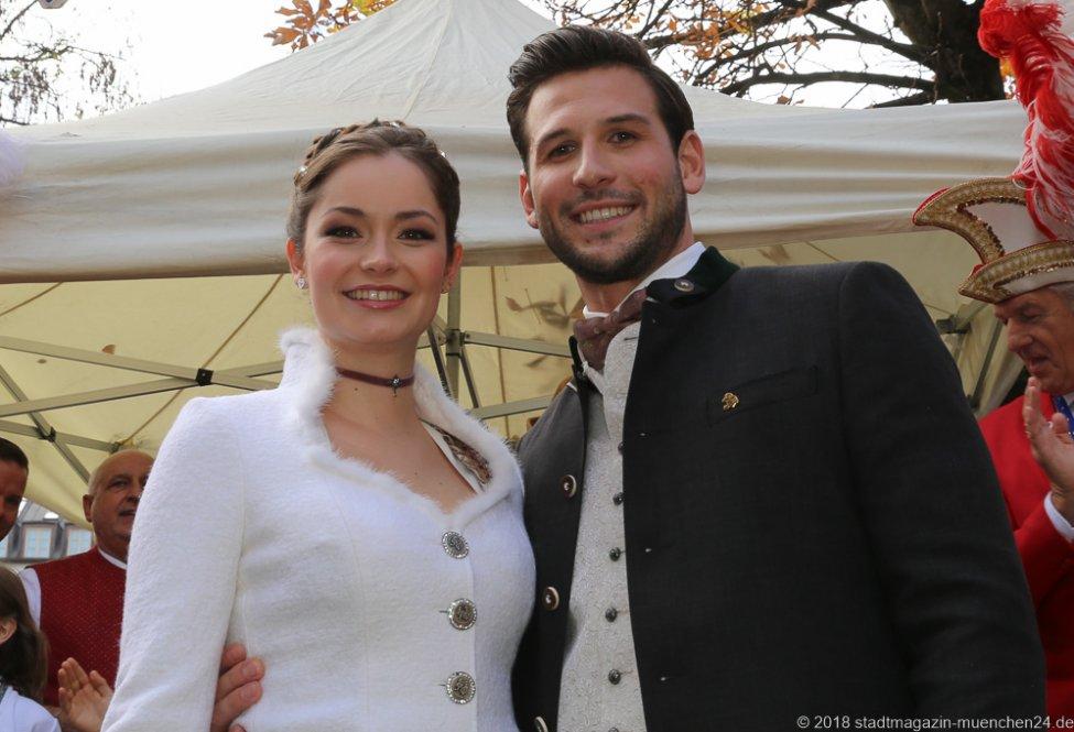 Sarah I. und Fabrician I., Proklamation Narrhalle Prinzenpaar 2019 am Viktualienmarkt in München 2018