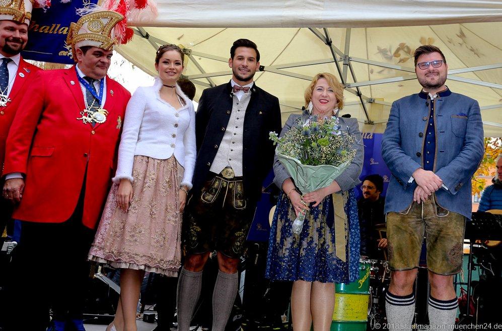 Günther Grauer, Sarah I., Fabrician I., Janina I. und Sebastian I. (von li. nach re.), Proklamation Narrhalle Prinzenpaar 2019 am Viktualienmarkt in München 2018