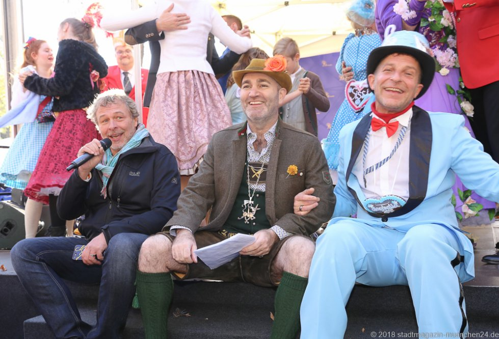Andy Seggert , Armin Jumel, Christian Langer (von li. nach re.), Proklamation Narrhalle Prinzenpaar 2019 am Viktualienmarkt in München 2018