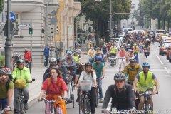 5000 Radlerinnen und Radler protestieren auf einer Fahrradsternfahrt während der IAA in München für eine  echte Mobilitätswende - Demozug auf der Prinzregentenstraße 2021
