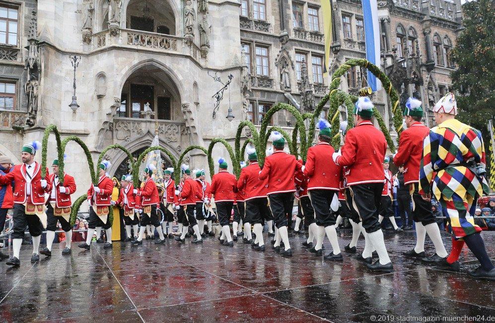 Eröffnungstanz der Schäffler am Marienplatz in München 2019