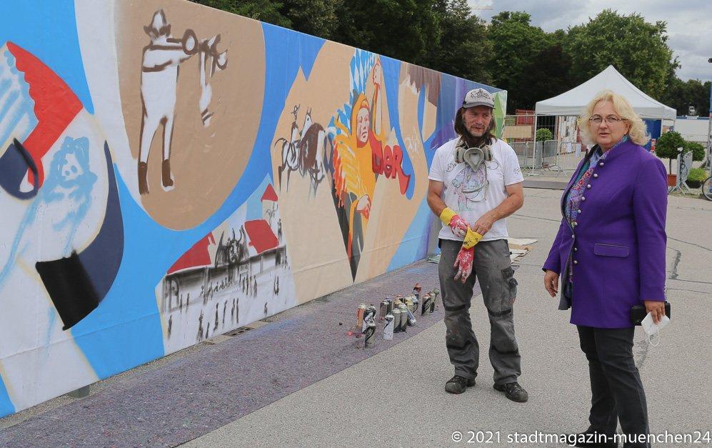 Sommer in der Stadt, Graffiti auf der Theresienwiese, Loomit und Yvonne Heckl (re.) 2021