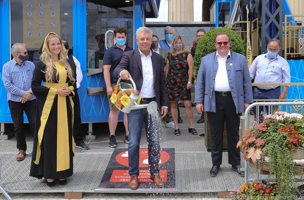 Veronika Ostler, Dieter Reiter, Clemens  Baumgärtner (von li. nach re.), Sommer in der Stadt am Königsplatz in München 2020
