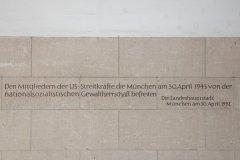 Gedenktafel zum Tag der Befreiung von München am 30.4.1945 im Rathaus München