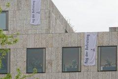 Israelische Kultusgemeinde München am Jakobsplatz, Beflaggung zum Tag der Befreiung von München vor 75 Jahren  2020