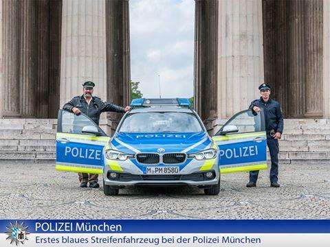Blauer Streifenwagen Quelle Foto Facebook Polizei München