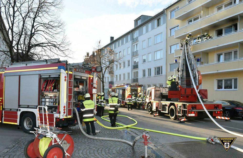 Wohnungsbrand in der Schellingstraße in München Schwabing mit einer toten Frau Quelle Foto Feuerwehr München