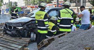 Verkehrsunfall auf der Leopoldstraße München Quelle Foto Feuerwehr München