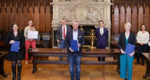 Nach der Unterzeichnung des Koalitionsvertrages des Stadtrates in München zwischen Grüne und SPD