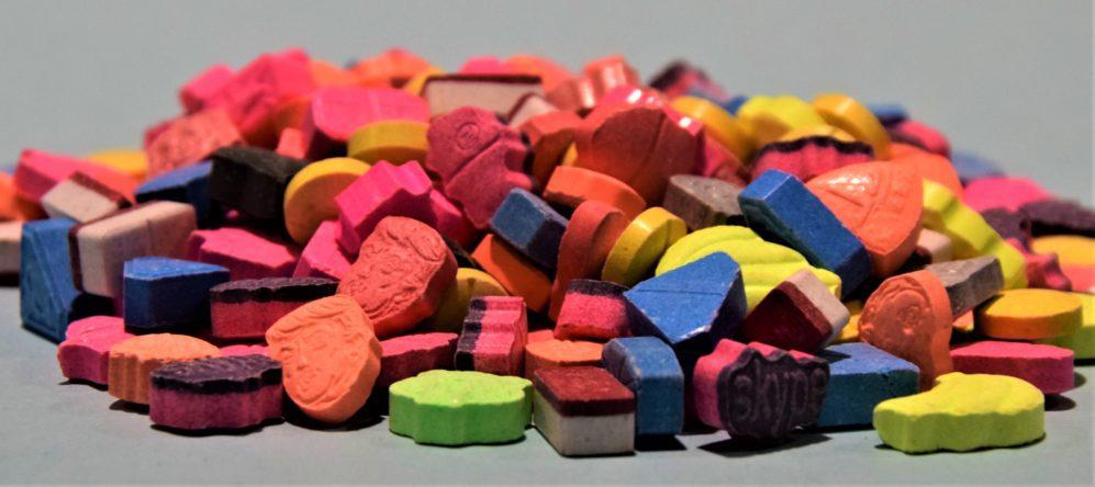 Sammlung unterschiedlicher Ecstasy Pillen, Foto: Zoll